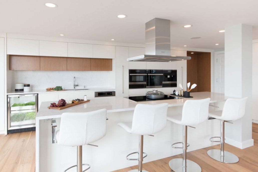 Modern kitchen quebec project kitchen cabinets for Kitchen cabinets quebec